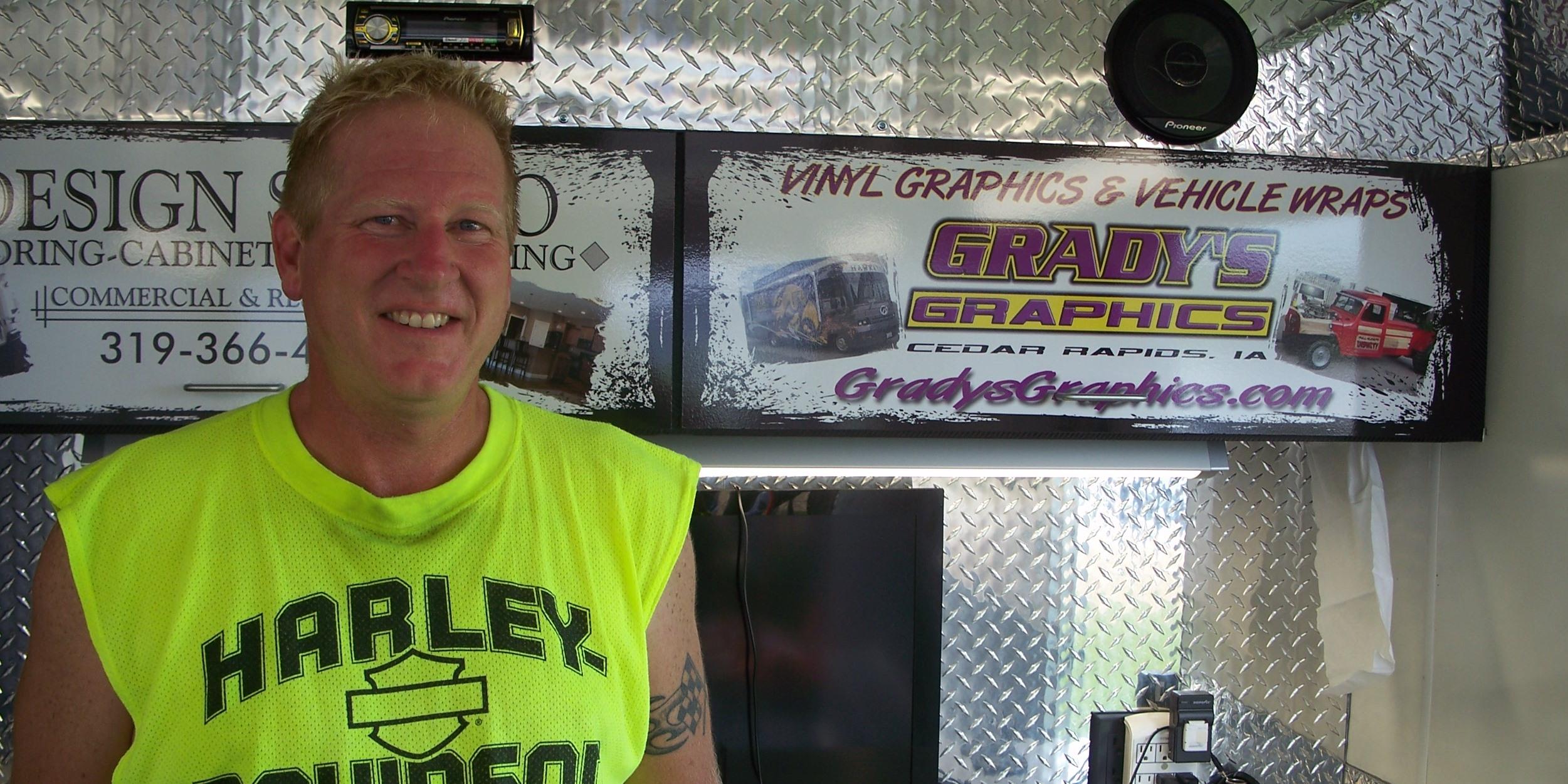 Scott Grady, Grady's Graphics